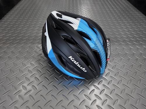 OGK カブト レクト ヘルメット カラー/G-1 マットブラックブルー サイズ/M/L 本体価格¥7,200 コンパクトでスタイリッシュ、コストパフォーマンスに優れたレース対応モデルです。 OGK カブト ヘルメットは、競技用から街乗り用まですべての製品に、「安全性」と「日本人に合う快適な装着感」を基本性能として開発されています。 前方から空気を取り込み流れるように後方へ排出するエアルートを確…[Posted at 20/06/03]