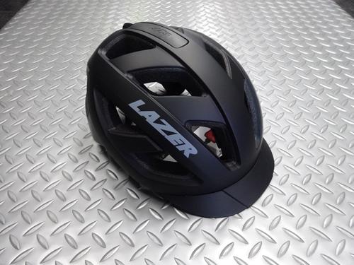 """レーザー カメレオン ヘルメット カラー/マットブラックグレイ サイズ/L (55~59cm) 本体価格¥7,000 (10%税込価格¥7,700) 高品質なヘルメットを製造し、ヨーロッパのプロチームへの供給をしていることでも知られる 『RAZER』 舗装路、トレイル、グラベルなど幅広いフィールドで活躍する """"カメレオン"""" が登場しました。 攻撃的過ぎない丸みを帯びたデザインは、シーンを選ばず様…[Posted at 21/08/21]"""